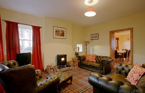 Williamwood Cottage, lounge, Cottage Holiday Group