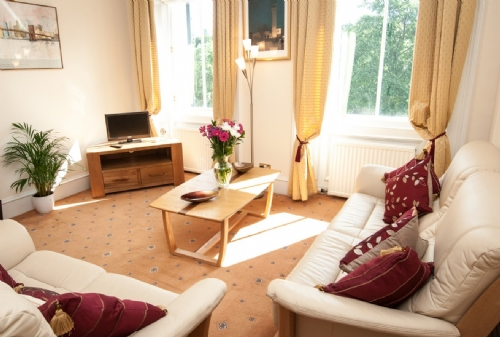Tay View, Perth, Lounge, Cottage Holiday Group