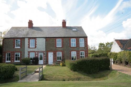 Brent Cottage traditional holiday cottage, Thornham, Norfolk