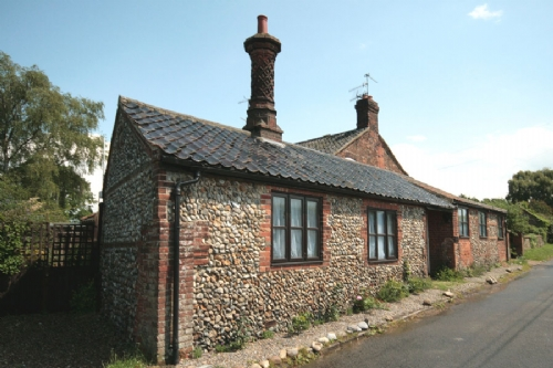 Chimney Cottage, Gunthorpe, holiday accommodation near Holt Norfolk