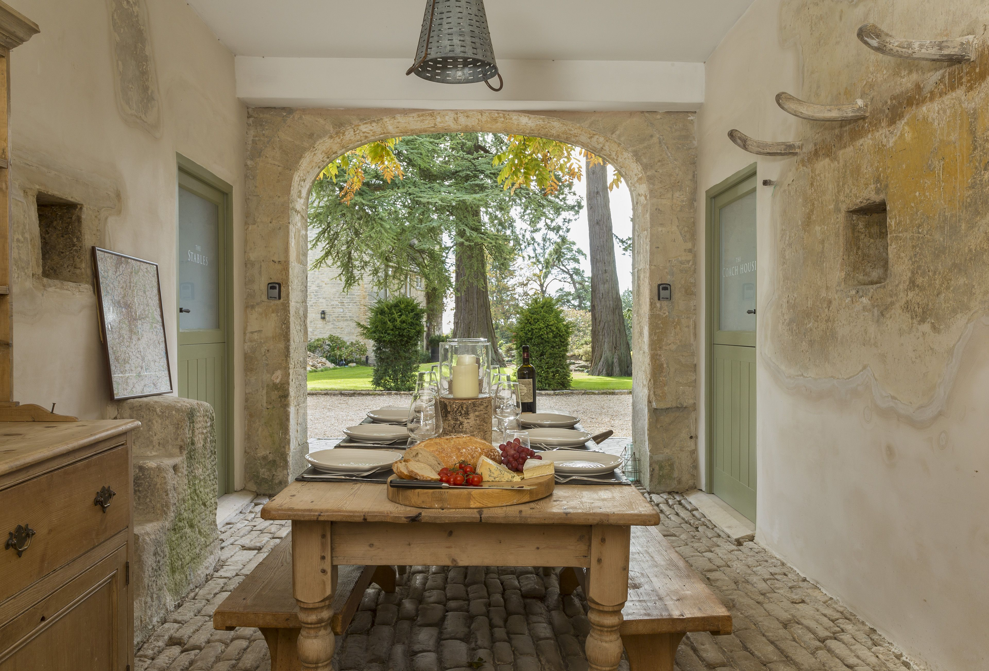 Groups Of Eight Staying At Both The Stables And The Coach House Can Enjoy  Alfresco Dining