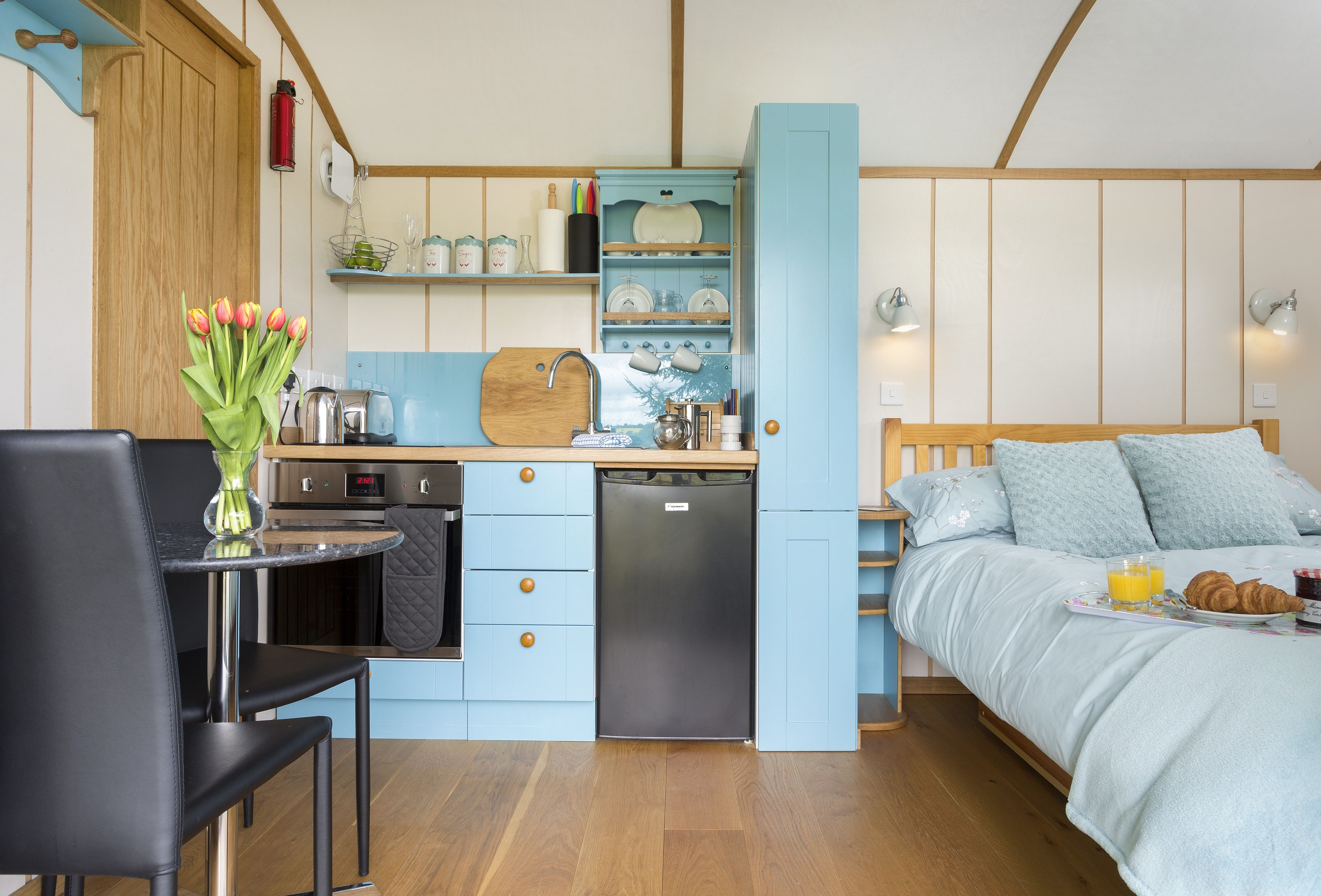 Cedar Tree – Shepherd\'s Hut Holidays in Hampshire