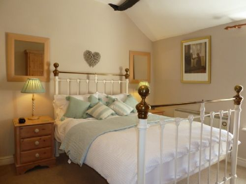 Clairgarth, bedroom, Lakes Cottage Holidays