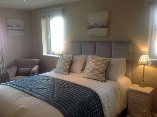 Golfers Retreat, bedroom, Lakes Cottage Holidays