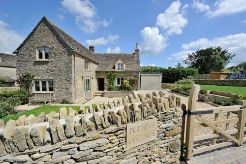 Beehive Cottage To Rent In Poulton Character Cottages