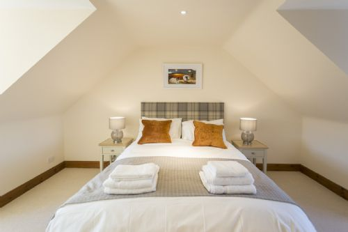 Upfront,up,front,reviews,accommodation,self,catering,rental,holiday,homes,cottages,feedback,information,genuine,trust,worthy,trustworthy,supercontrol,system,guests,customers,verified,exclusive,lallybroch,stirling self catering ltd,cambusbarron,,image,of,photo,picture,view