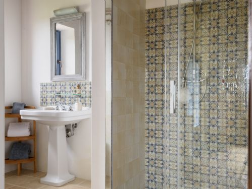 Bright, Clean and modern bathrooms