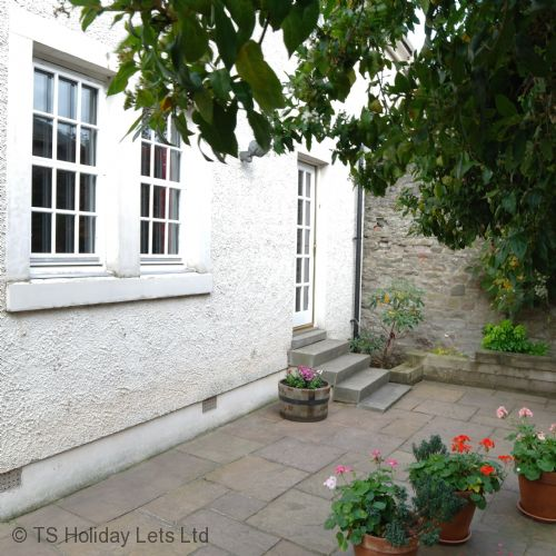 Upfront,up,front,reviews,accommodation,self,catering,rental,holiday,homes,cottages,feedback,information,genuine,trust,worthy,trustworthy,supercontrol,system,guests,customers,verified,exclusive,blackfriars apartment,click book stay ltd,perth,perthshire,image,of,photo,picture,view