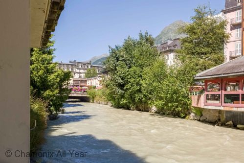 River l'Arve passes the apartment