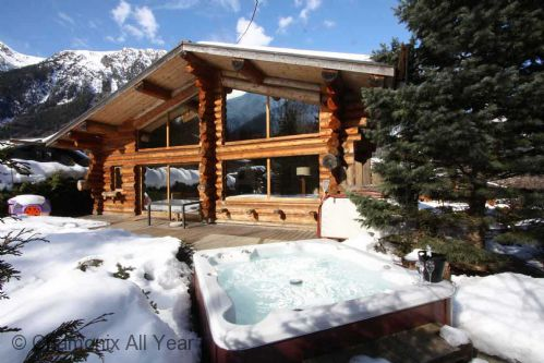 Chalet des Cimes, with jacuzzi hot tub