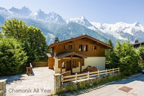 Located in a quiet area of Chamonix town