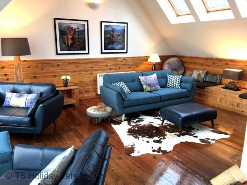 Windyhill - Open plan lounge