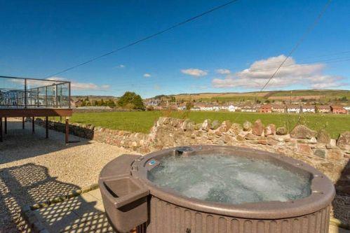 Dauna - Hot Tub