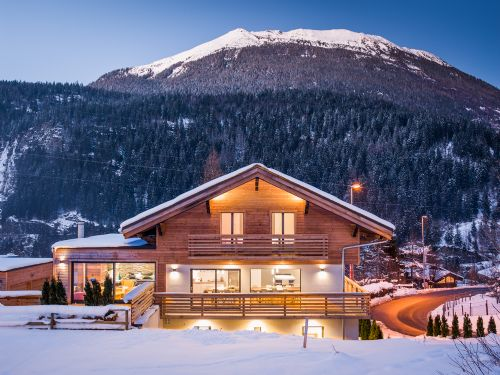 Upfront,up,front,reviews,accommodation,self,catering,rental,holiday,homes,cottages,feedback,information,genuine,trust,worthy,trustworthy,supercontrol,system,guests,customers,verified,exclusive,chalet kandahar,chamonix all year ltd,les houches,,image,of,photo,picture,view