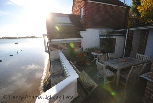 Upfront,up,front,reviews,accommodation,self,catering,rental,holiday,homes,cottages,feedback,information,genuine,trust,worthy,trustworthy,supercontrol,system,guests,customers,verified,exclusive,oysters, bosham,henry adams holiday cottages ,bosham,,image,of,photo,picture,view