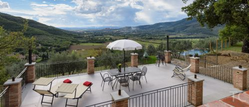 Upfront,up,front,reviews,accommodation,self,catering,rental,holiday,homes,cottages,feedback,information,genuine,trust,worthy,trustworthy,supercontrol,system,guests,customers,verified,exclusive,villa castello roccolo,tuscan charm,castiglion fiorentino,,image,of,photo,picture,view