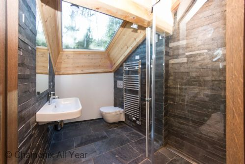 En-suite bathrooms with walk-in shower