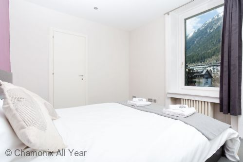 Second bedroom with views of Brevent ski lifts
