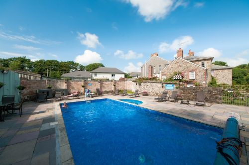 Upfront,up,front,reviews,accommodation,self,catering,rental,holiday,homes,cottages,feedback,information,genuine,trust,worthy,trustworthy,supercontrol,system,guests,customers,verified,exclusive,seagull,broomhill manor country estate,,,image,of,photo,picture,view