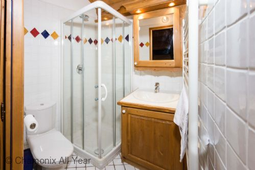 Additional bathroom with shower and WC