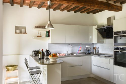 Bright, modern and fully equiped kitchen