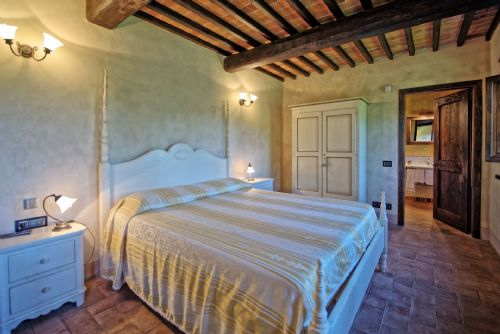 Upfront,up,front,reviews,accommodation,self,catering,rental,holiday,homes,cottages,feedback,information,genuine,trust,worthy,trustworthy,supercontrol,system,guests,customers,verified,exclusive,villa cantagrillo,bridgewater's idyllic italy, cantagrillo,,image,of,photo,picture,view