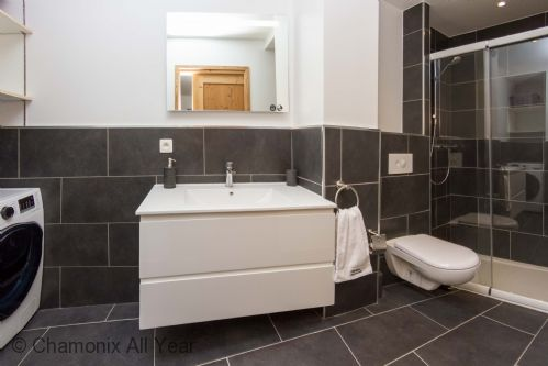 Master ensuite with shower and washer/dryer