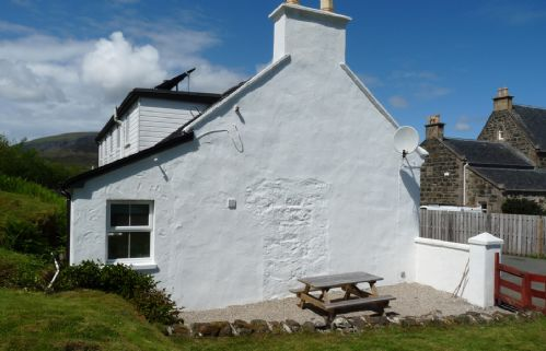 Upfront,up,front,reviews,accommodation,self,catering,rental,holiday,homes,cottages,feedback,information,genuine,trust,worthy,trustworthy,supercontrol,system,guests,customers,verified,exclusive,keeper's cottage,islands and highlands cottages,staffin,,image,of,photo,picture,view