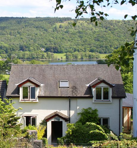 The Garden Cottage (sleeps 2-6) - all bedrooms en-suite - lake views