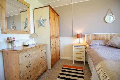 Upfront,up,front,reviews,accommodation,self,catering,rental,holiday,homes,cottages,feedback,information,genuine,trust,worthy,trustworthy,supercontrol,system,guests,customers,verified,exclusive,the studio at loe beach,cornwalls cottages ltd,feock,,image,of,photo,picture,view