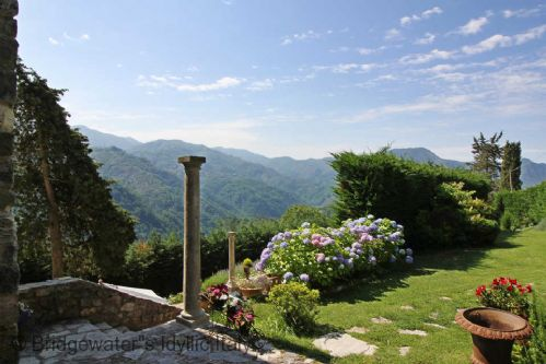 Upfront,up,front,reviews,accommodation,self,catering,rental,holiday,homes,cottages,feedback,information,genuine,trust,worthy,trustworthy,supercontrol,system,guests,customers,verified,exclusive,la rocca,bridgewater's idyllic italy,borgo a mozzano,,image,of,photo,picture,view