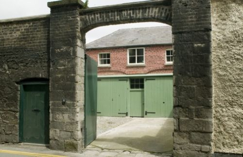 Upfront,up,front,reviews,accommodation,self,catering,rental,holiday,homes,cottages,feedback,information,genuine,trust,worthy,trustworthy,supercontrol,system,guests,customers,verified,exclusive,merrion mews,irish landmark trust (eur),dublin,,image,of,photo,picture,view
