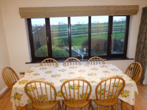 Garth Cottage, Dining room, Lakes Cottage Holidays