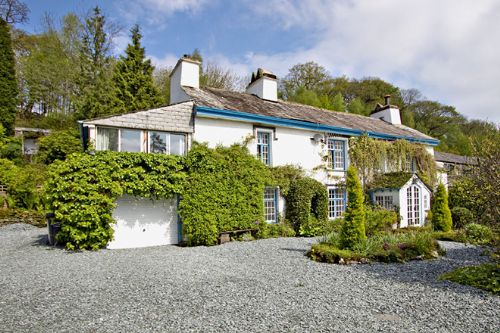 Thwaite Cottage (sleeps 2 - 8) - extensive private grounds