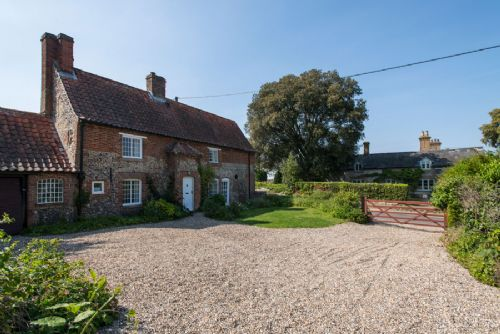 Longacre - Cottages in Warham, Family Holiday Accomodation - Norfolk Cottage