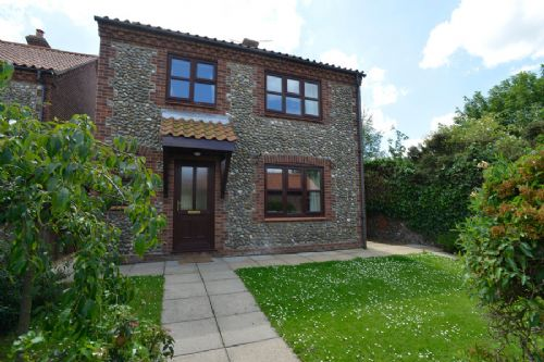 Flint Drift is a comfortable, quiet holiday cottage in Wells-next-the-Sea, Norfolk. A Norfolk Cottage by Kett Country Cottages; sleeps up to 8.