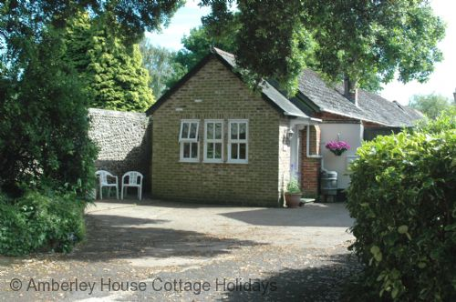 Upfront,up,front,reviews,accommodation,self,catering,rental,holiday,homes,cottages,feedback,information,genuine,trust,worthy,trustworthy,supercontrol,system,guests,customers,verified,exclusive,grooms cottage,the amberley house cottage holidays group,lyminster,,image,of,photo,picture,view