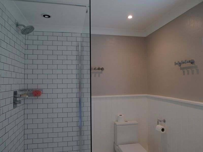 The Lodge 3 bedrooms | Shower room