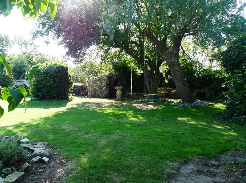 3 Post Mill Cottages | Shared garden