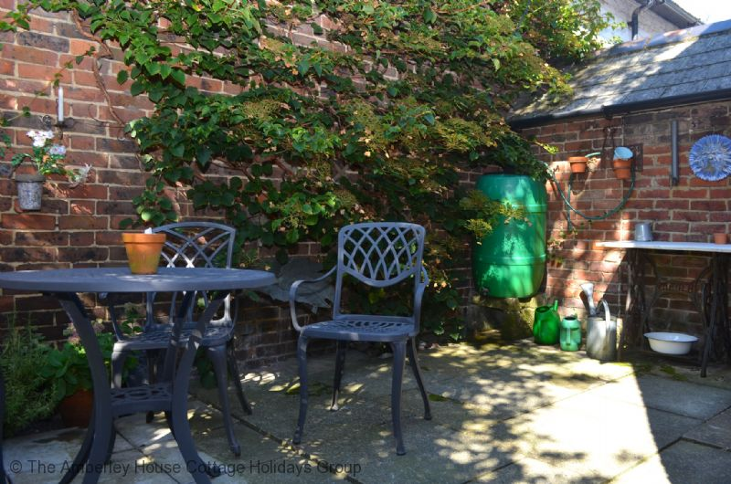 Large Image - Tail End Cottage - Rear courtyard