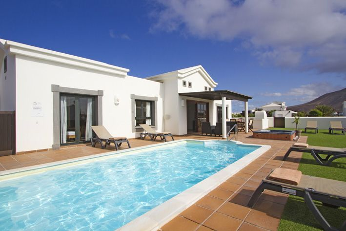 Beautiful detached villa with private heated pool and spa