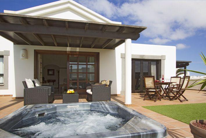 Luxurious sunken spa in Playa Blanca, Lanzarote