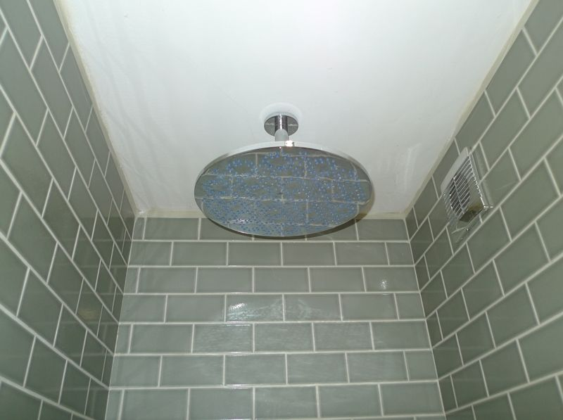 Creake Road Cottage | Downstairs shower