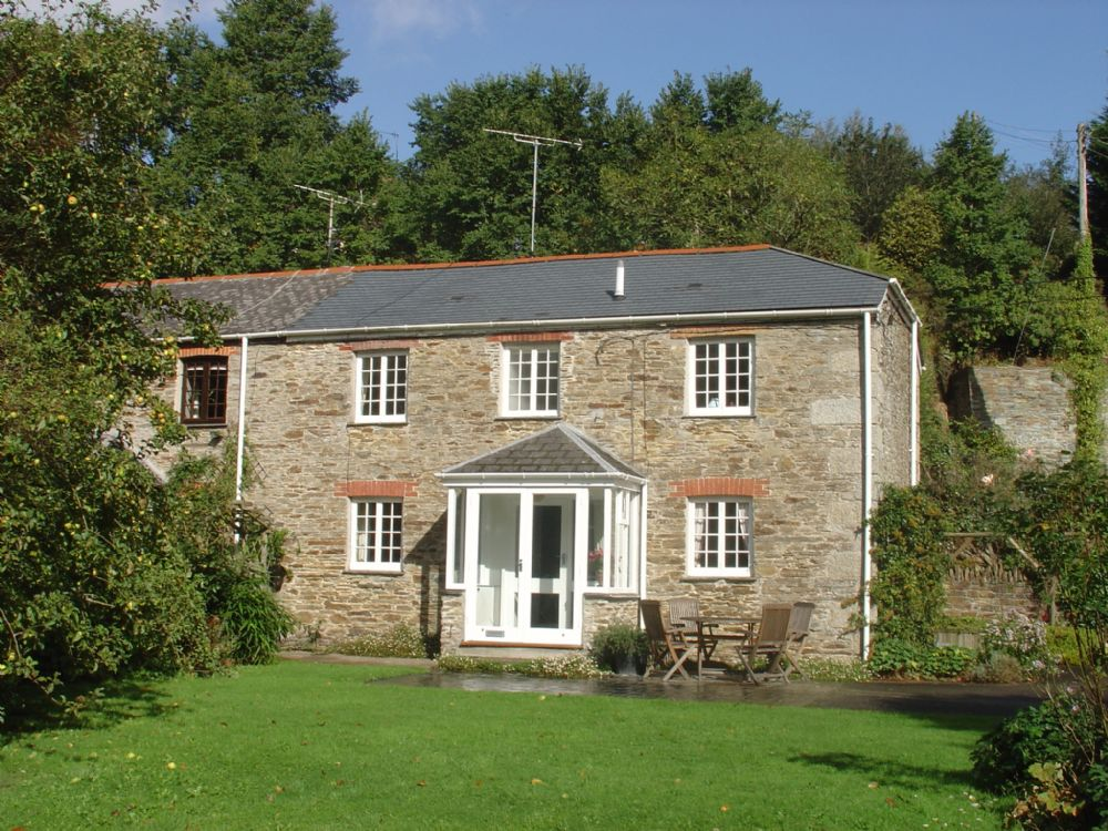 Pedlars an attractive cornish holiday cottage for Custom cottage fish house prices