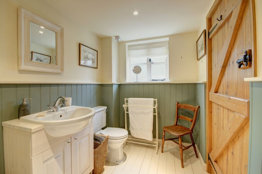Church Farm Cottage with Studio | Studio shower room