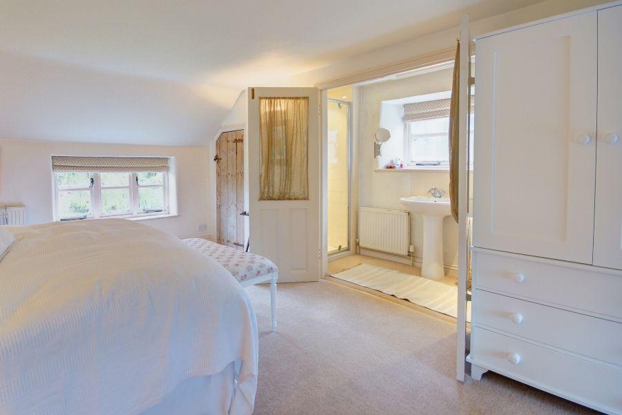 Church Farm Cottage with Studio | Bedroom 1 en-suite