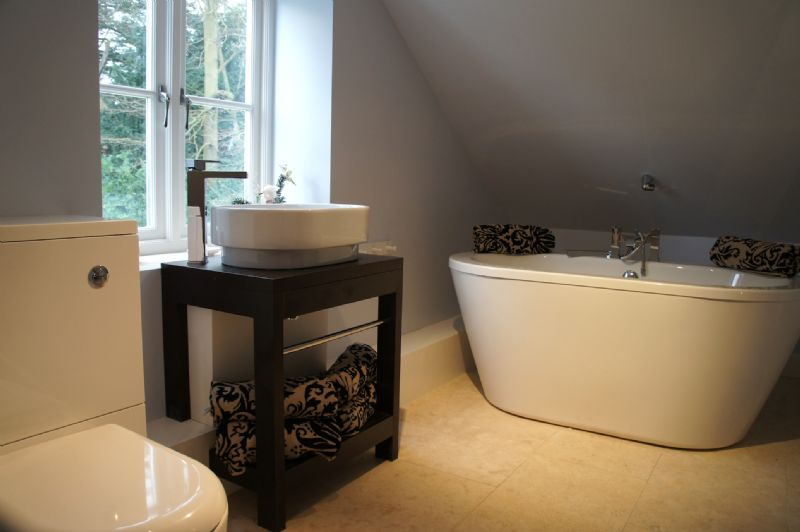 Little House - Ensuite bathroom