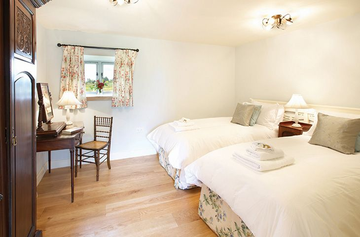 Ground floor: Double bedroom with 6' zip and link beds with en-suite shower room