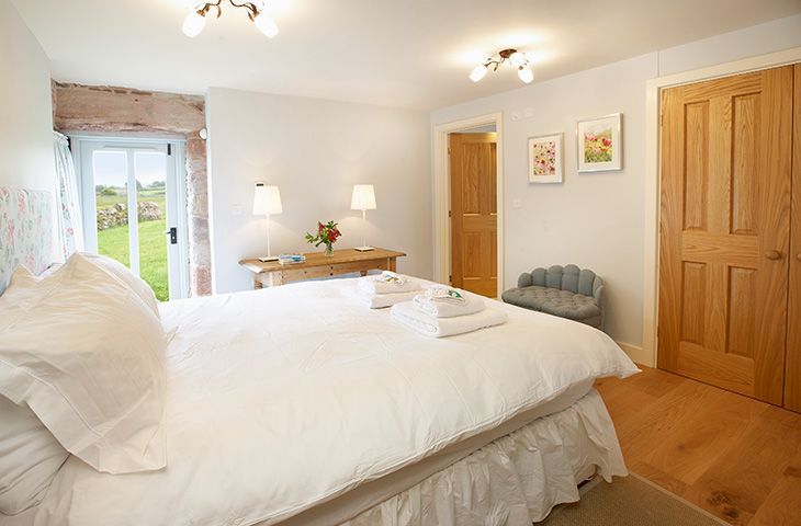 Ground floor: Double bedroom with 5' bed which has en-suite shower room