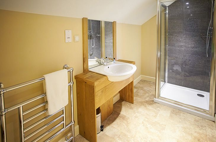 First floor:  En suite shower room to the twin bedroom